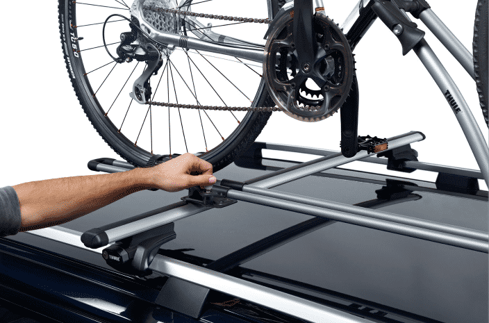 Porte-vélos de toit avec un vélo
